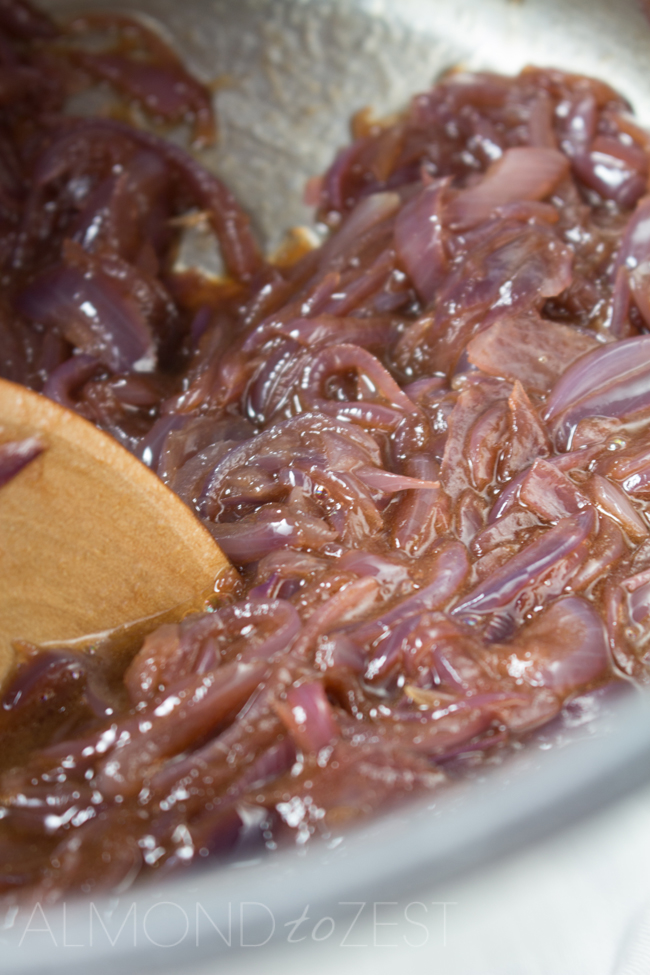 How To Make Caramelized Onions - The BEST caramelized onions! A rich, tangy and sweet flavor - super quick and easy and you can use in countless recipes! Simply AMAZING!!