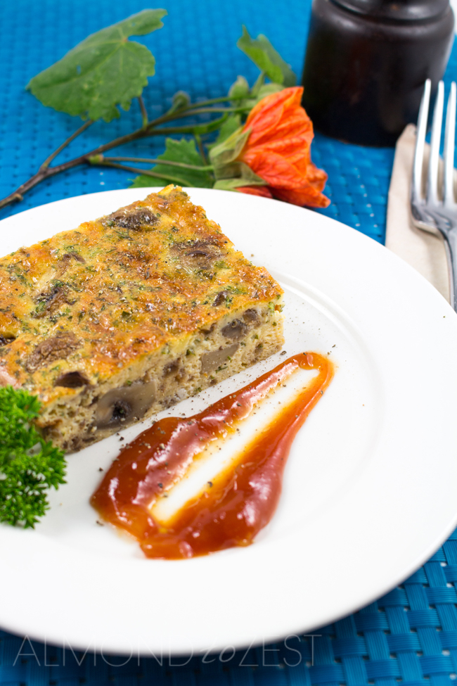 Button Mushroom and Caramelized Onion Crustless Quiche - Juicy sauteed mushrooms and drool worthy caramelized onions, a great on the run breakfast option! Super fast and easy to make, healthy and gluten free too!!